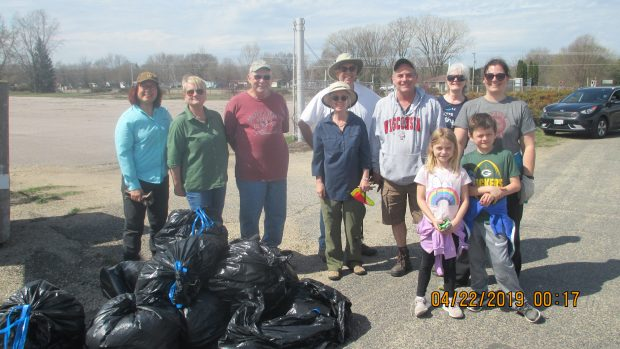 Volunteers Collect Trash at Badger on Earth Day